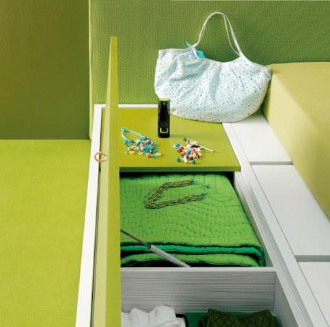 DORMITORIO MINIMALISTA VERDE MANZANA Y BLANCO via www.dormitorios.blogspot.com