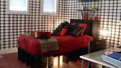 DORMITORIO JUVENIL ROJO NEGRO BLANCO CON CINTA DE NO PASAR via www.dormitorios.blogspot.com